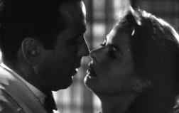 Forse la più bella storia d'amore del cinema quella tra Humphrey Bogart e Ingrid Bergman in 'Casablanca' (Michael Curtiz, 1942)