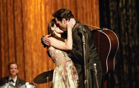 Joaquin Phoenix e Reese Witherspoon nei panni di Johnny Cash e June Carter in 'Walk the line', (James Mangold, 2005)